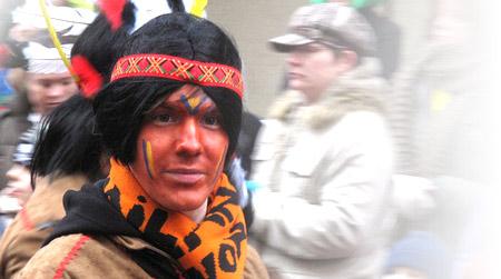 Indiaan met hoofdband