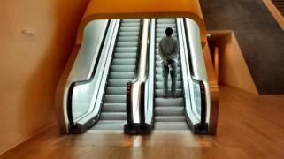 Roltrap in het Stedelijk Museum