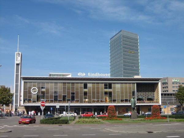 Het station in Eindhoven lijkt op een Philips-radio.