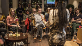 De Iraanse Mehrnaz vertelt hoe zij nieuwkomersonderwijs in Nederland heeft ervaren.