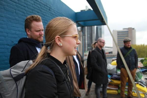 Deelnemers op bezoek bij de DakAkker in Rotterdam.