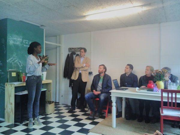 Ama van Bloei & Groei legt uit hoe haar organisatie bouwt aan een veilige plek waar het zelfvertrouwen van vrouwen uit Amsterdam Zuidoost wordt versterkt
