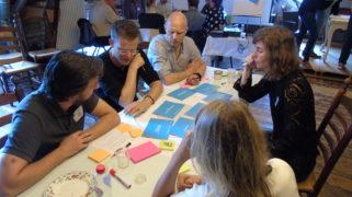 Tijdens de bijeenkomst werd overlegd over het ontwerpen van de digitale stad van de toekomst.
