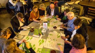 Deelnemers van project Amsterdammers Maak je Stad! werken samen en leren van en met elkaar.