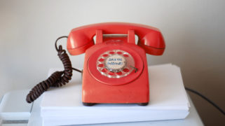 Bel een Europarlementariër en red het internet!