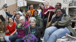 Bloei & Groei opent met behulp van Amsterdammers, Maak je Stad! een tweede tuin in Amsterdam-Zuidoost om vrouwen te versterken.