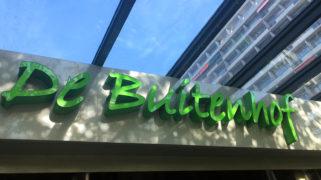 De ingang van zorgcentrum De Buitenhof