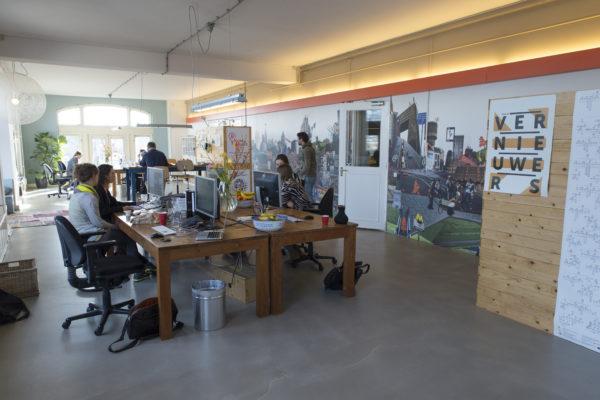 Een van de zes ruimtes van ons kantoor aan de Keizersgracht.