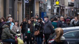 Nederlandse winkelstraat: de samenleving in een notendop.