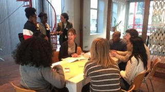 Jongeren in gesprek over de 'junior professional'.